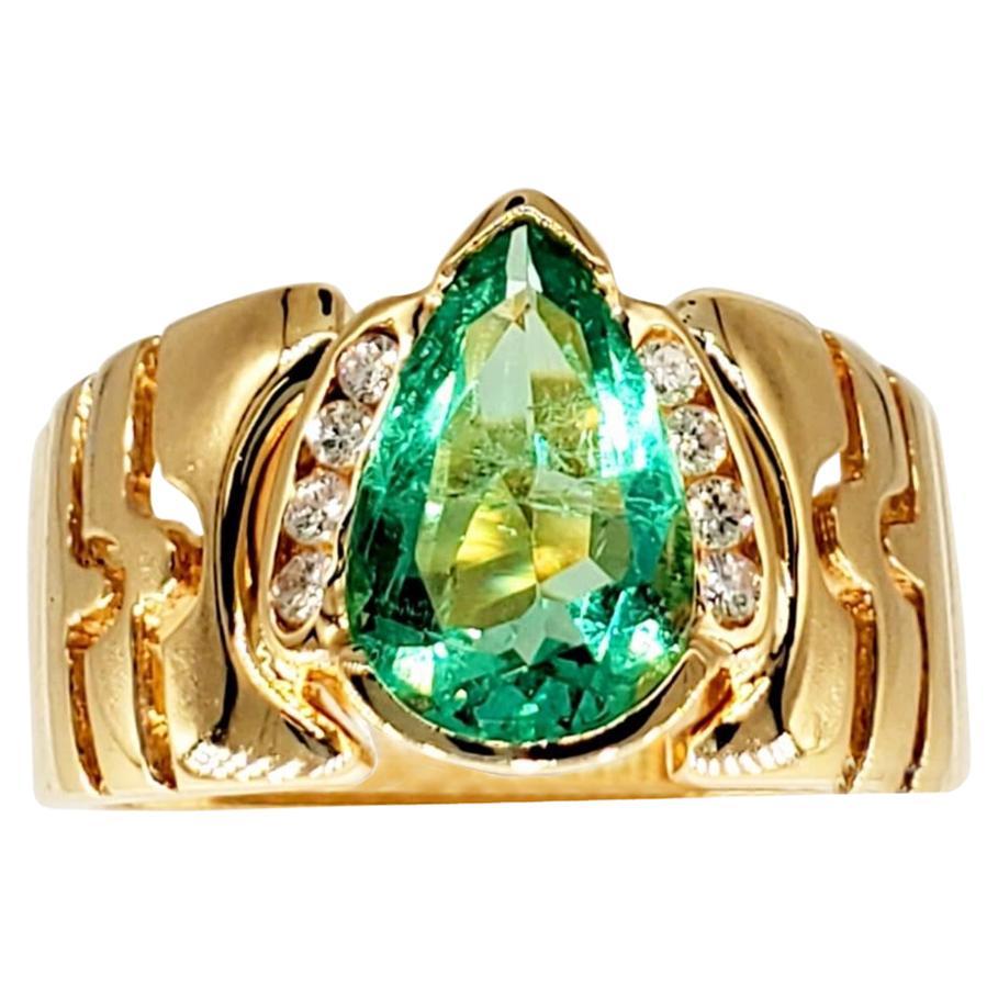 Vintage 1.75 Carat Colombian Emerald Cocktail Ring 18 Karat Gold