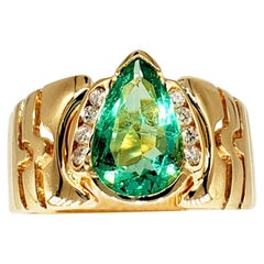 Vintage 1.75 Carat Colombian Emerald Cocktail Ring 18 Karat Gold