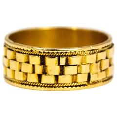 Vintage 18 Carat Gold Basket Weave Band