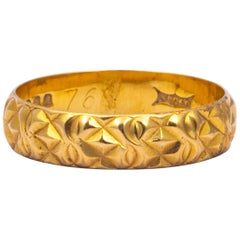 Vintage 18 Carat Gold Decorative Band