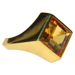Vintage 18 Karat Gold 5.62 Carat Citrine Princess Cut Ring