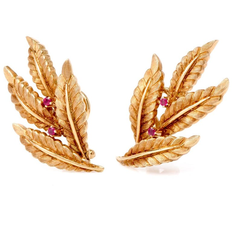 These sophisticated chic vintage earrings are crafted in 18 karat matted yellow gold, weighing 16.2 grams and measuring 35 mm x 20 mm. They incorporate each four overlapping slender leaves rendered artfully with ridge textures to simulate the