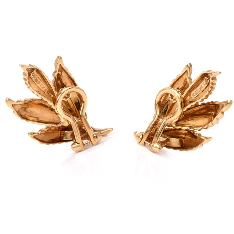 Vintage 18 Karat Gold and Ruby Leaf Motif Clip-On Earrings In Excellent Condition For Sale In Miami, FL