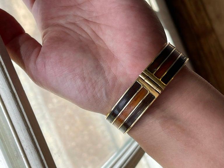 Vintage 18 Karat Gold Gucci Wood Buckle Bracelet For Sale 3