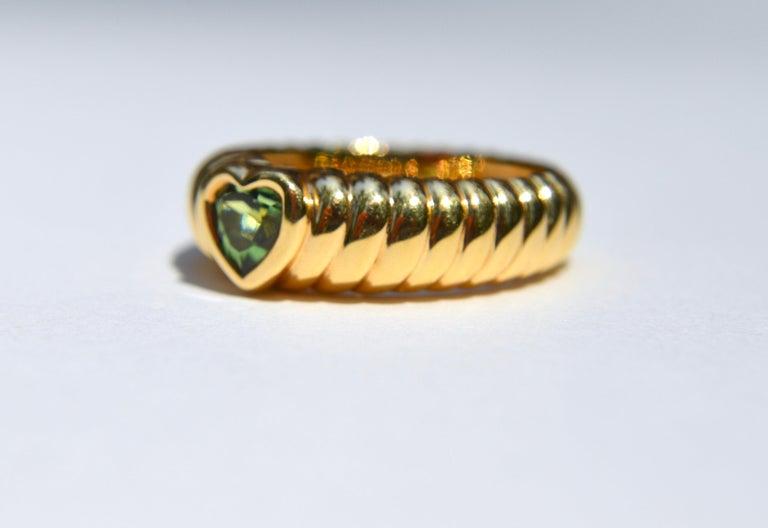 Modern Vintage 18 Karat Gold Tiffany & Co .44 Carat Peridot Ribbed Heart Band Ring For Sale