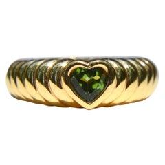 Vintage 18 Karat Gold Tiffany & Co .44 Carat Peridot Ribbed Heart Band Ring