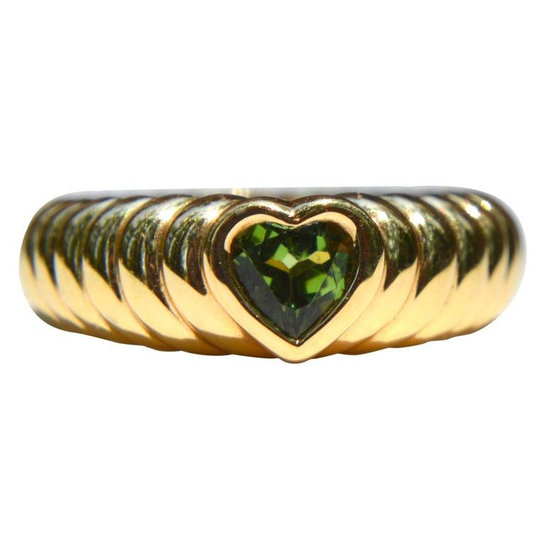 Vintage 18 Karat Gold Tiffany & Co .44 Carat Peridot Ribbed Heart Band Ring For Sale