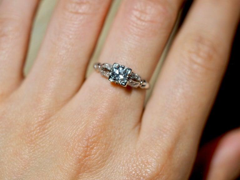 Women's Vintage 18 Karat White Gold Round Brilliant Cut Diamond Ring For Sale