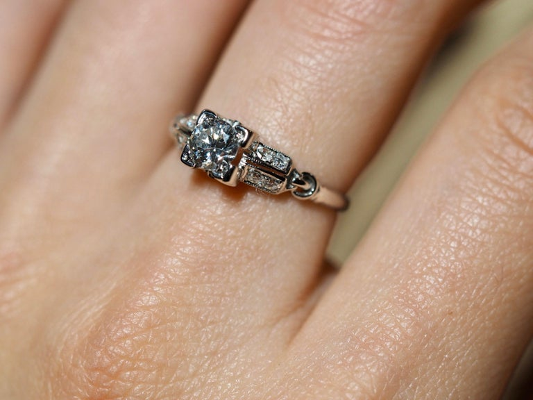 Vintage 18 Karat White Gold Round Brilliant Cut Diamond Ring For Sale 1