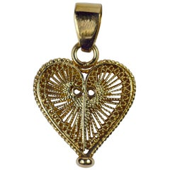 Vintage 18 Karat Yellow Gold Filigree Wire Heart Charm Pendant