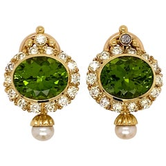 Vintage 18 Karat Yellow Gold Peridot and Diamond Clip Earrings with Pearls
