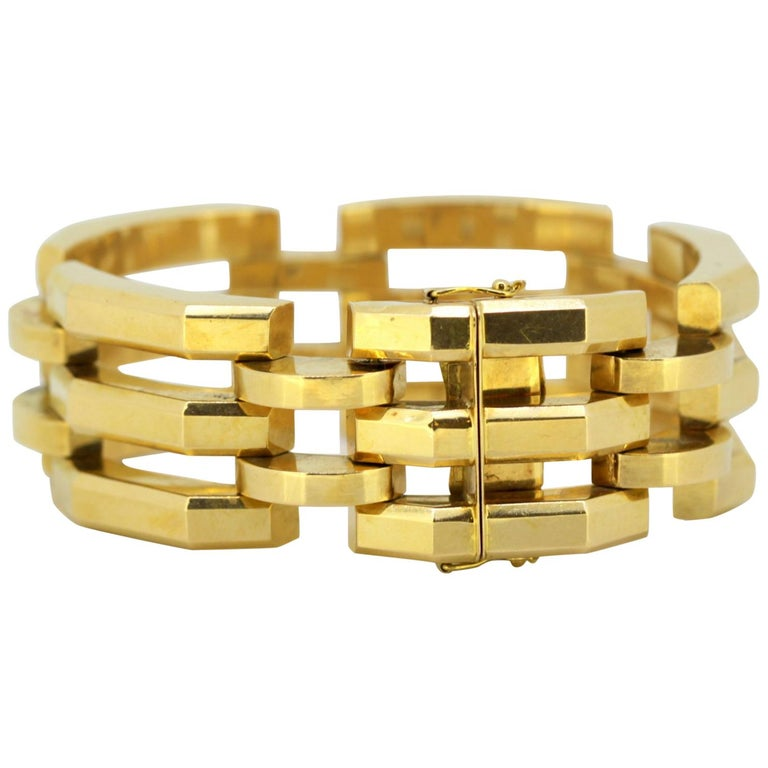 9ff2c949c Vintage 18 Karat Yellow Gold Tank Style Bracelet or Bangle, Italy, circa  1970 For