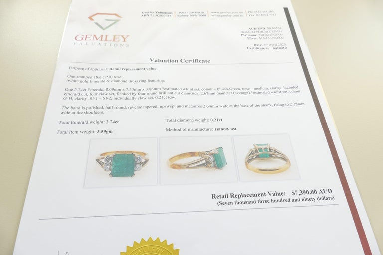 Women's or Men's Vintage 18 Carat Rose and White Gold Emerald and Diamond Dress Ring For Sale