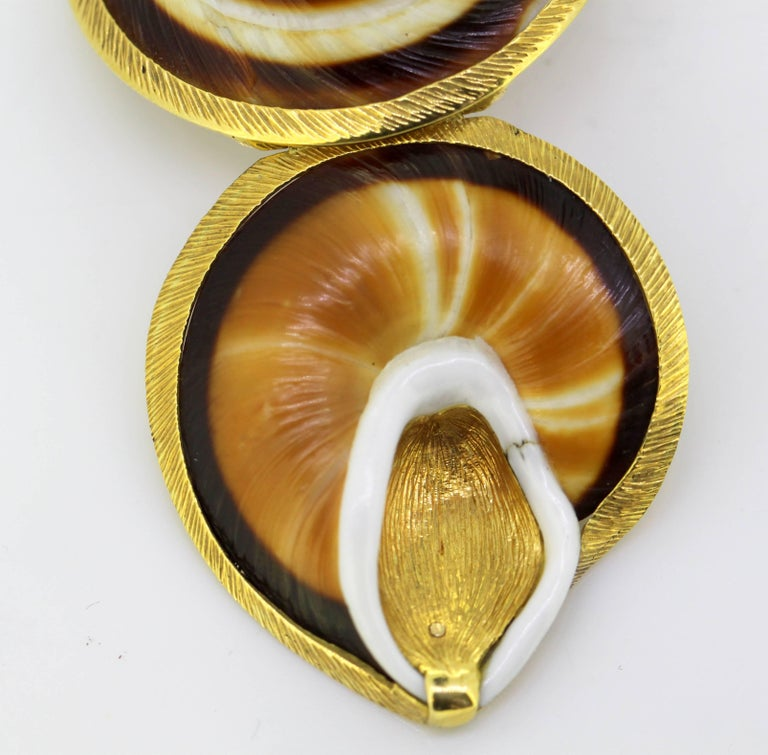 Vintage 18 Karat Gold and Sea Shell Pill Box by AT, Made in London, 1969 For Sale 3