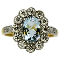 Vintage 18 Karat Gold Ladies Ring with Natural Aquamarine and Diamonds