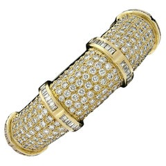 Vintage 18K Gold VVS E 9.05ctw Pave Diamond Wide Dome Statement Bangle Bracelet