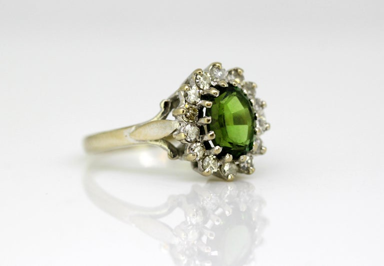 Vintage 18 Karat White Gold Ladies Ring with Green Tourmaline and Diamonds, 1977 For Sale 2