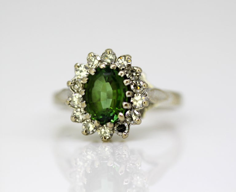 Vintage 18 Karat White Gold Ladies Ring with Green Tourmaline and Diamonds, 1977 For Sale 3