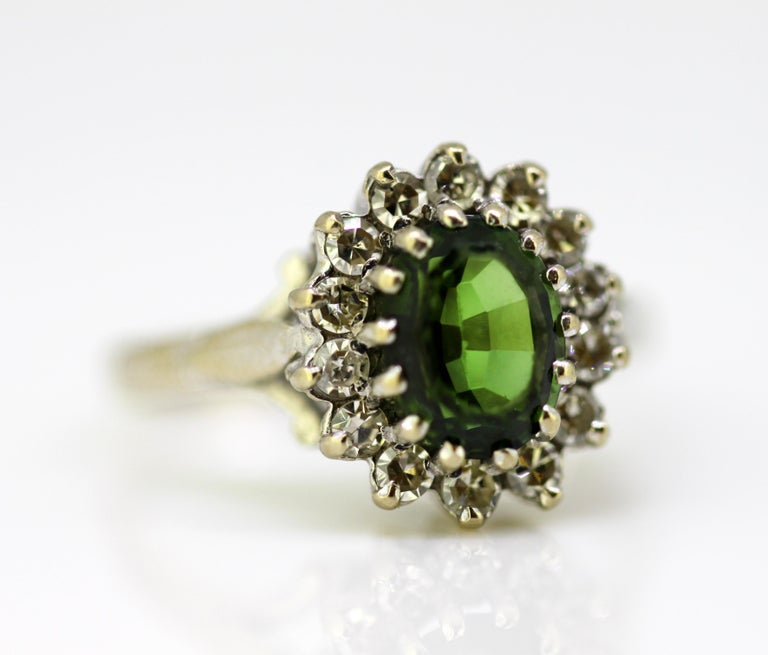 Vintage 18 Karat White Gold Ladies Ring with Green Tourmaline and Diamonds, 1977 For Sale 4