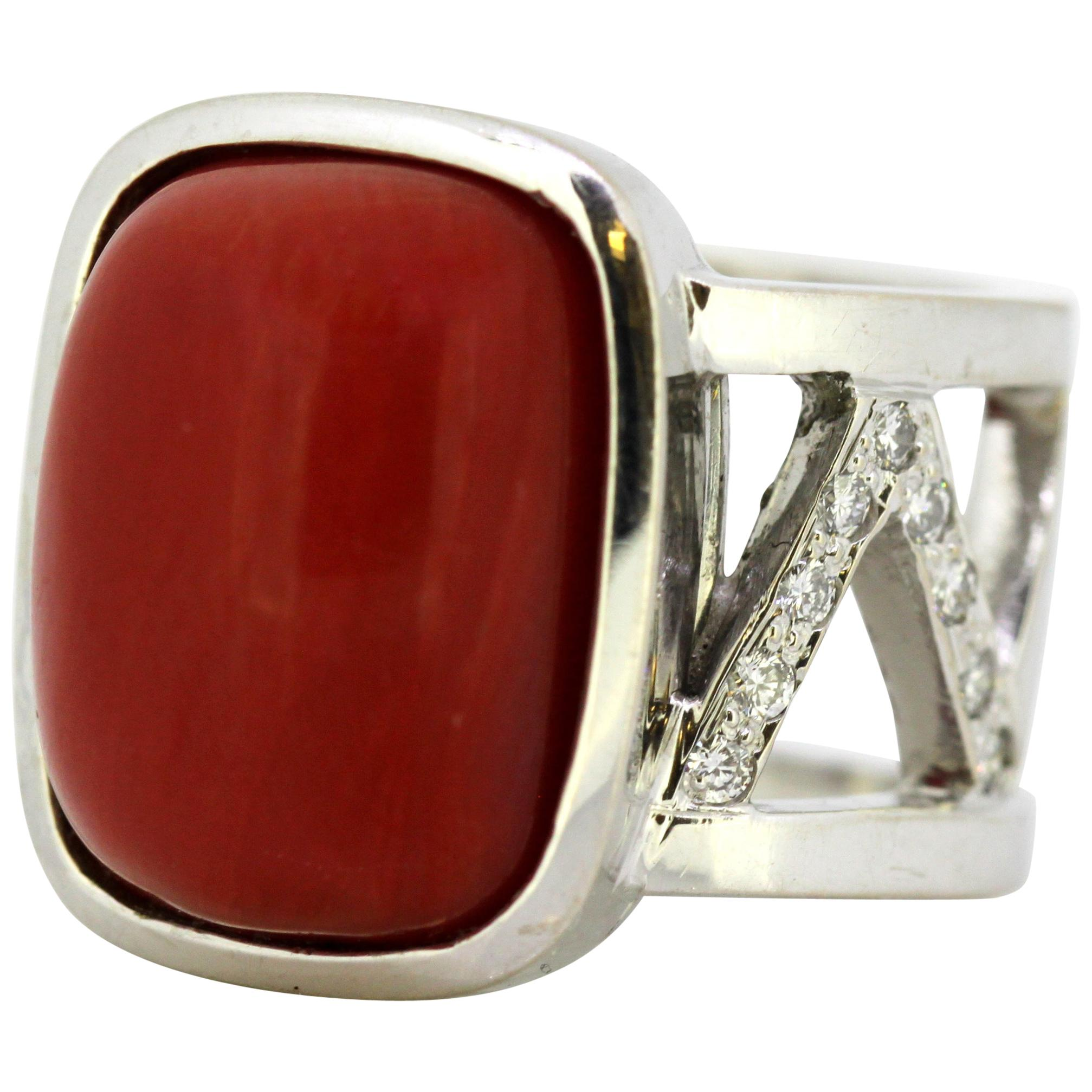 Vintage 18 Karat White Gold Ring with Natural Coral and Diamonds