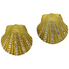 Vintage 18 Karat Yellow Gold Shell Shaped Ladies Stud Earrings with Diamonds