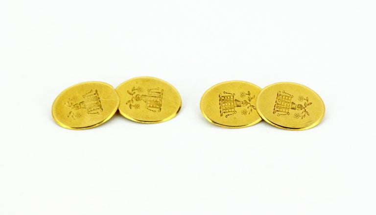 Men's Vintage 18 Karat Yellow Gold Cufflinks with Coat of Arms, London, 1949 For Sale