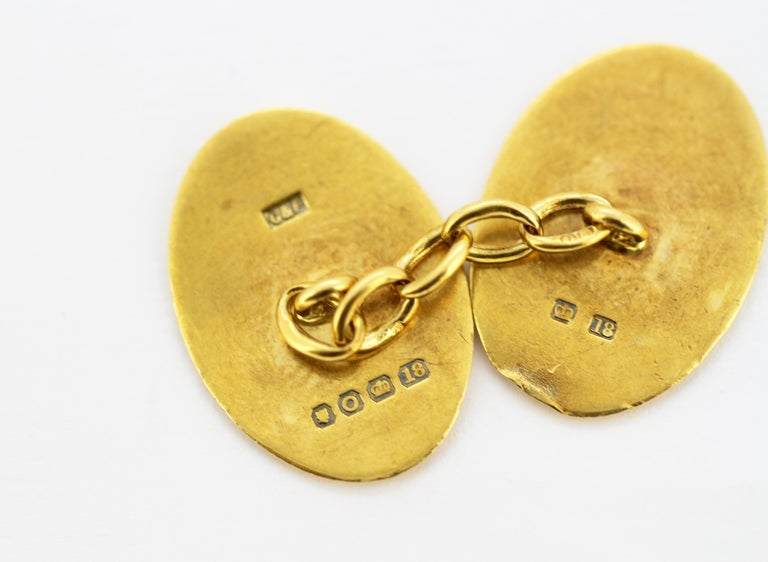 Vintage 18 Karat Yellow Gold Cufflinks with Coat of Arms, London, 1949 For Sale 2