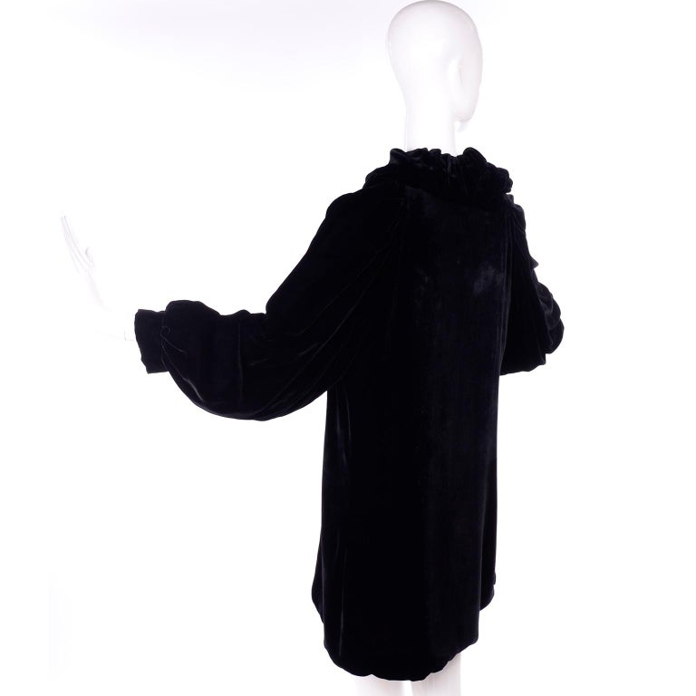 Women's Vintage 1910s Black Velvet Evening Coat W/ Gathered Collar & Puff Sleeves For Sale