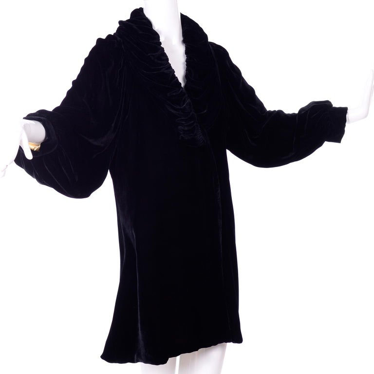 Vintage 1910s Black Velvet Evening Coat W/ Gathered Collar & Puff Sleeves For Sale 1