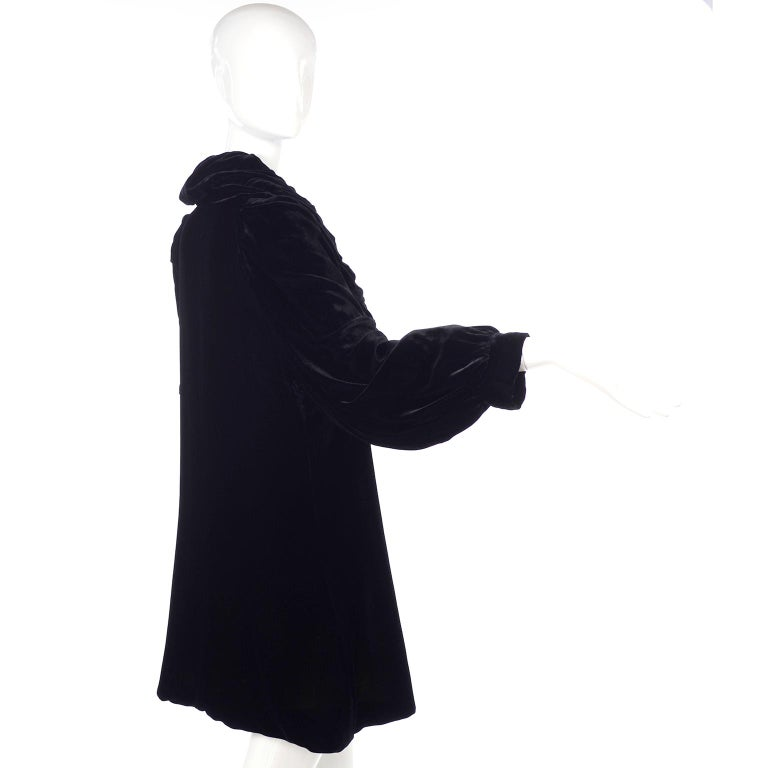 Vintage 1910s Black Velvet Evening Coat W/ Gathered Collar & Puff Sleeves For Sale 2