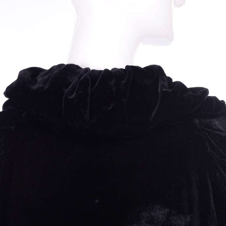 Vintage 1910s Black Velvet Evening Coat W/ Gathered Collar & Puff Sleeves For Sale 3