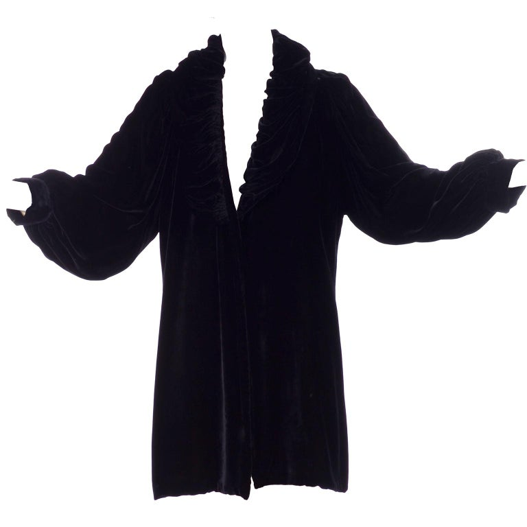 Vintage 1910s Black Velvet Evening Coat W/ Gathered Collar & Puff Sleeves For Sale 4