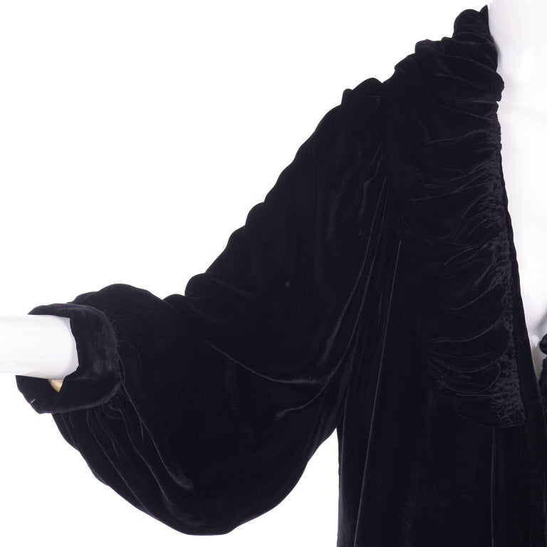 Vintage 1910s Black Velvet Evening Coat W/ Gathered Collar & Puff Sleeves For Sale 6
