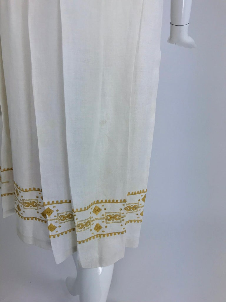 Vintage 1920s Hand Embroidered Arts and Crafts Linen Day Dress For Sale 11