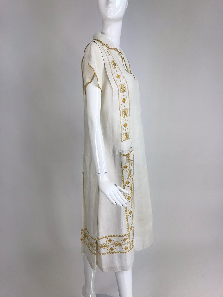 Vintage 1920s Hand Embroidered Arts and Crafts Linen Day Dress In Good Condition For Sale In West Palm Beach, FL