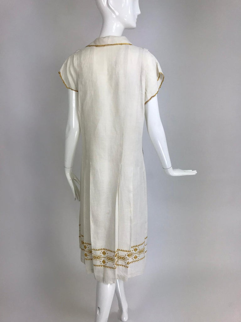Vintage 1920s Hand Embroidered Arts and Crafts Linen Day Dress For Sale 2