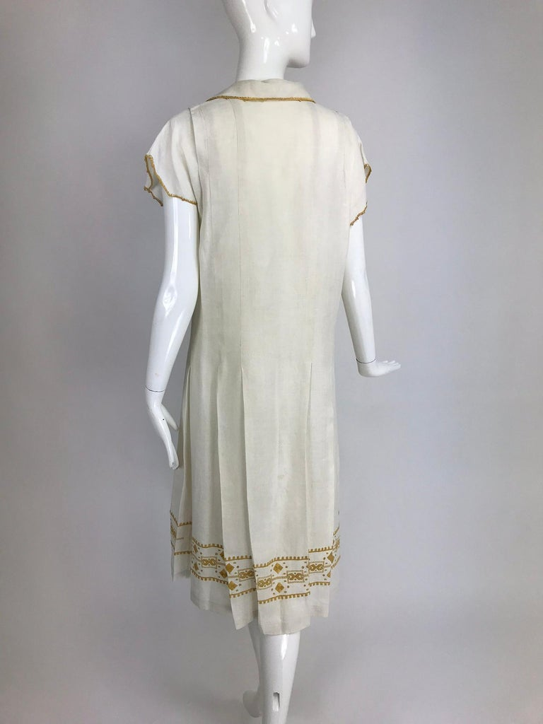 Vintage 1920s Hand Embroidered Arts and Crafts Linen Day Dress For Sale 3