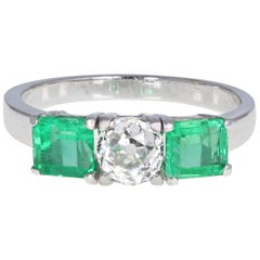 Vintage 1930s 18ct White Gold Old Cut Diamond Emerald Three-Stone Trilogy Ring