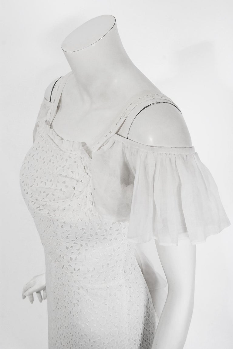 Vintage 1930's Crisp-White Eyelet Organza Off-Shoulder Ruffle Bustle Bridal Gown In Good Condition For Sale In Beverly Hills, CA