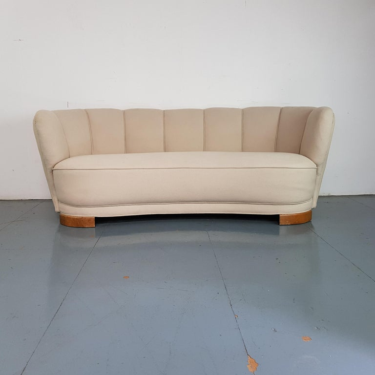Vintage 1930s Danish Banana Sofa in Cream / off White In Good Condition For Sale In Lewes, East Sussex