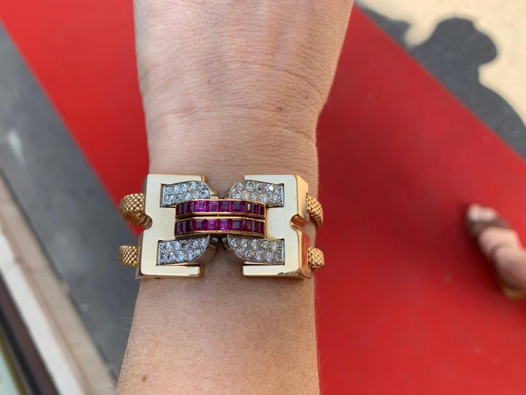 Vintage 1940 Boucheron Diamonds Ruby 18 Karat and Platinum Secret Wristwatch For Sale 3