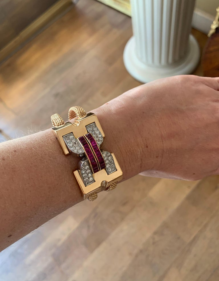 Vintage 1940 Boucheron Diamonds Ruby 18 Karat and Platinum Secret Wristwatch For Sale 1