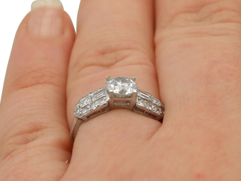 1940s 1.20 Carat Diamond and Platinum Cocktail Ring For Sale 3