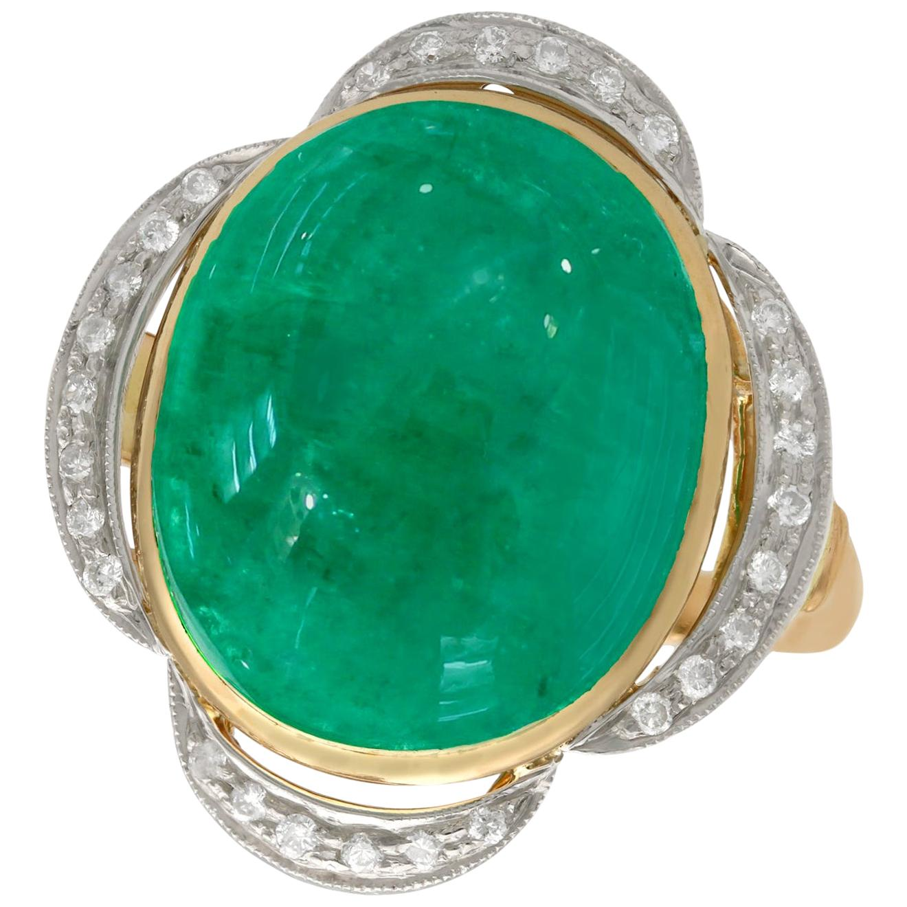 Vintage 1940s 14.5 Carat Emerald and Diamond Yellow Gold Cocktail Ring