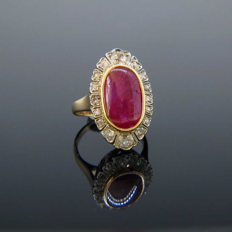Retro Vintage 1940s Burmese 10 Carat Ruby Cabochon and Diamonds Cluster Ring For Sale