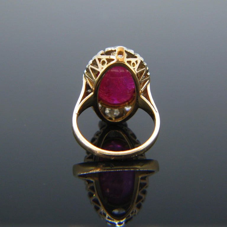 Vintage 1940s Burmese 10 Carat Ruby Cabochon and Diamonds Cluster Ring For Sale 1