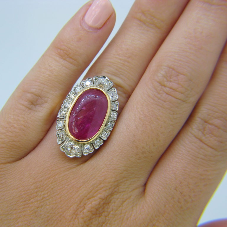 Vintage 1940s Burmese 10 Carat Ruby Cabochon and Diamonds Cluster Ring For Sale 3