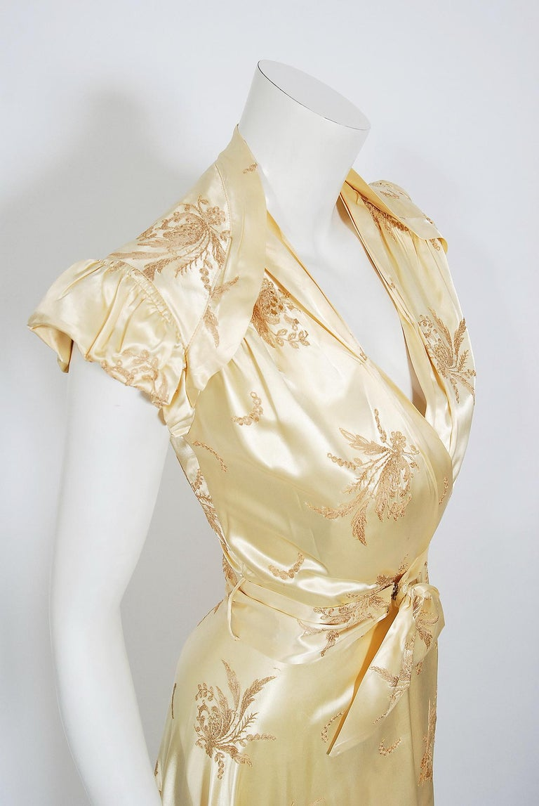 Beige Vintage 1940's Embroidered Creme Silk Satin Belted Wrap Bridal Dressing Gown
