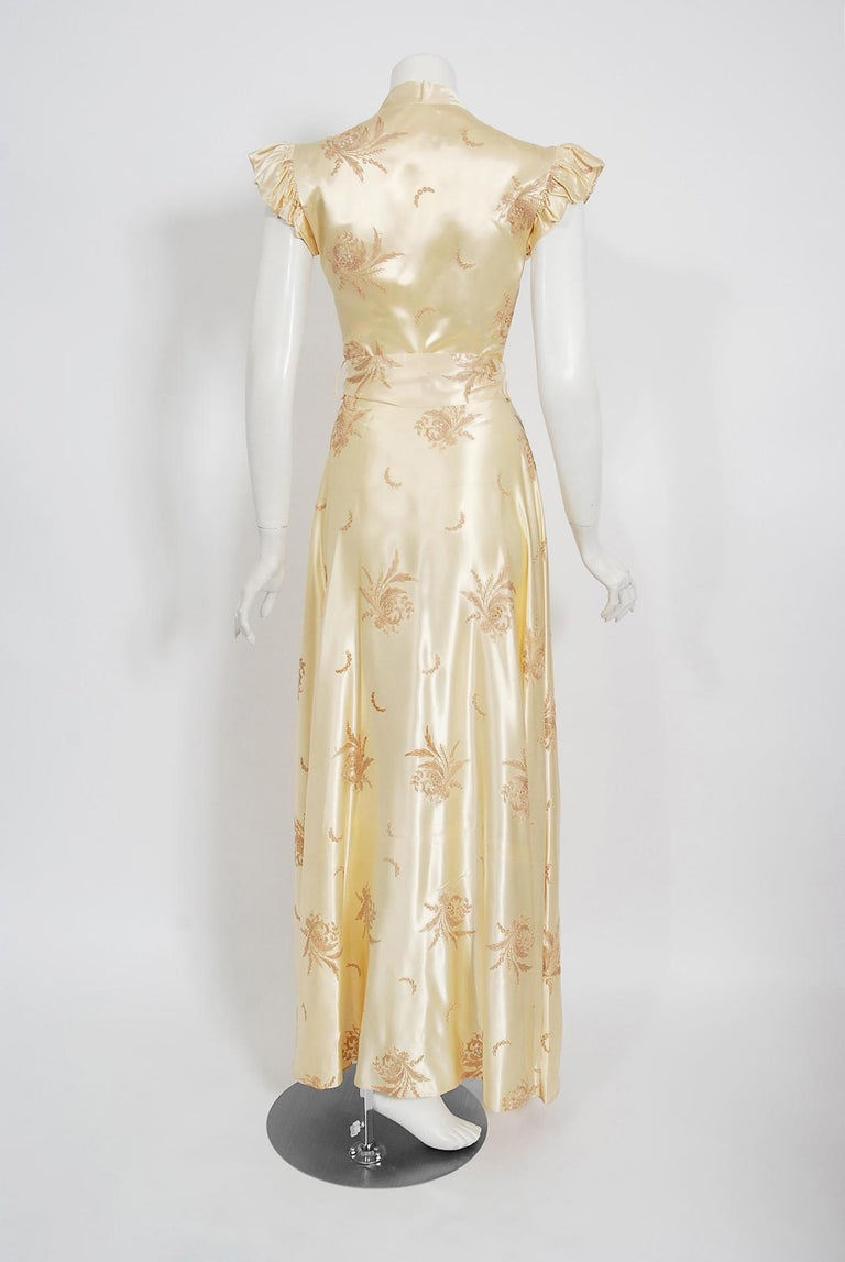 Vintage 1940's Embroidered Creme Silk Satin Belted Wrap Bridal Dressing Gown 2