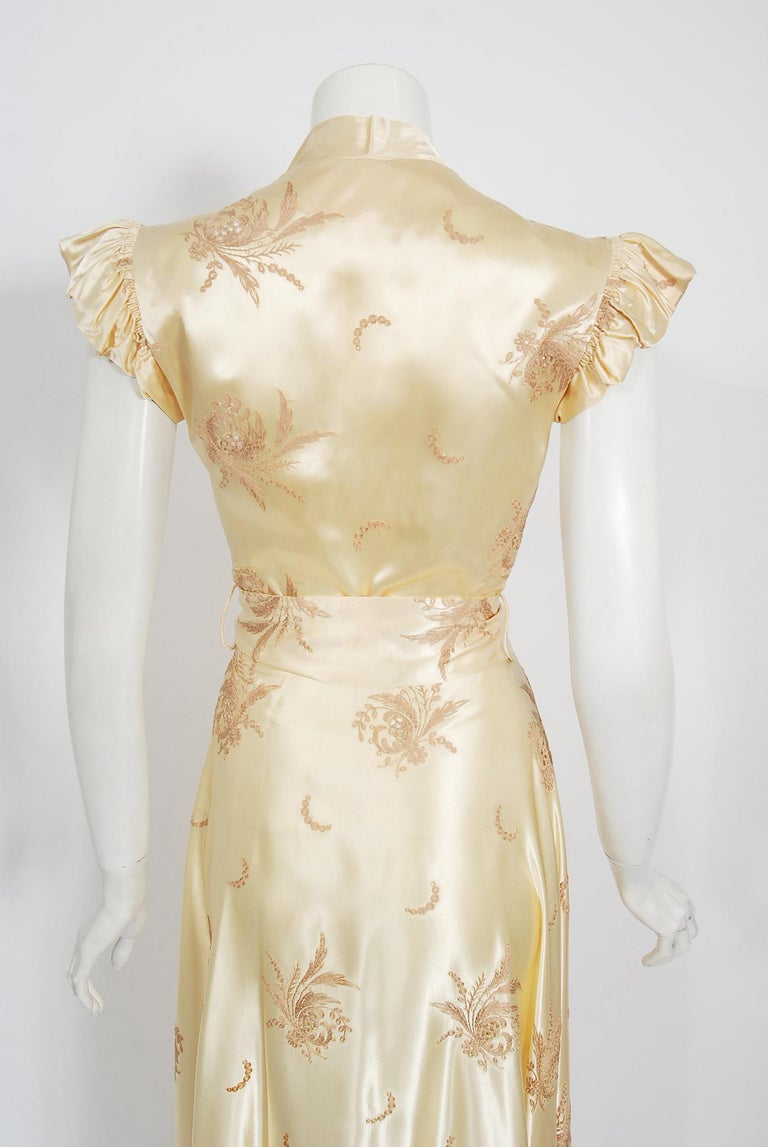 Vintage 1940's Embroidered Creme Silk Satin Belted Wrap Bridal Dressing Gown 3
